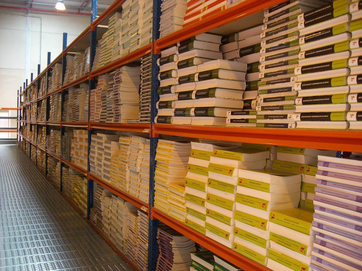 Las estanterías de media carga o manuales usadas
